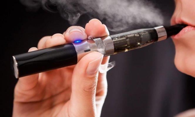 elektronaya-sigareta-kurit