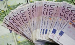 A picture illustration shows Euro banknotes in Zenica January 26, 2015.  REUTERS/Dado Ruvic