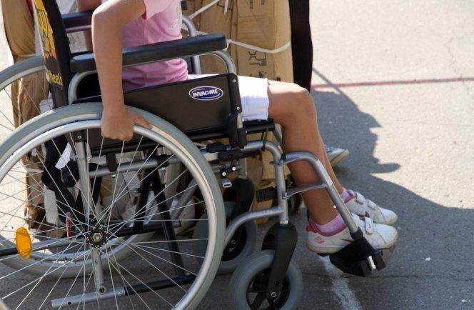 laps-puudega-laps-ratastool-73362321