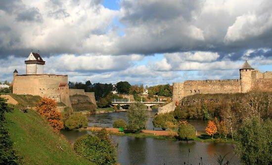 narva-castle-and-ivangorod